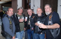 Rencontre Nationale CDLR 2018 au camping Le Bel Eté Anduze. Bikers à l'apéro - photo JMarc Verguin