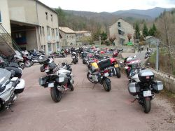 Rencontre nationale CDLR 2018. Balade moto. Pause Café au Relais Motards Le Colombier à Alzon. Photo Christophe Vincentz