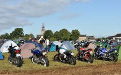La Madone des Motards. Camps de toiles